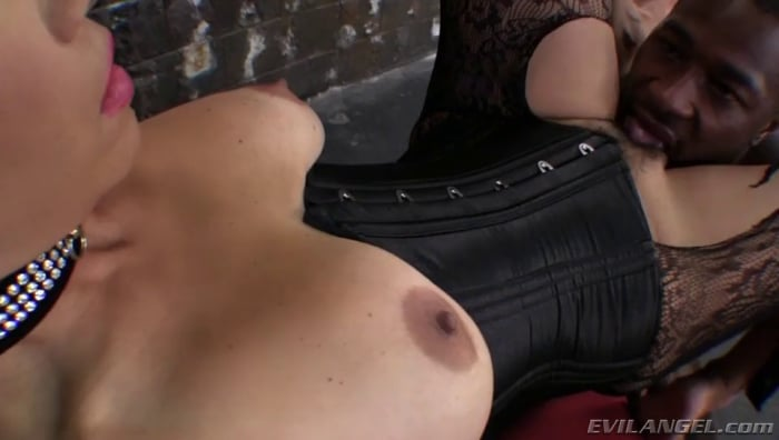 Dana Vespoli in Glenn King's Maneaters 4: All Bush Edi ...