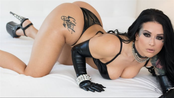 Katrina Jade in Katrina Jade: Addicted To Black