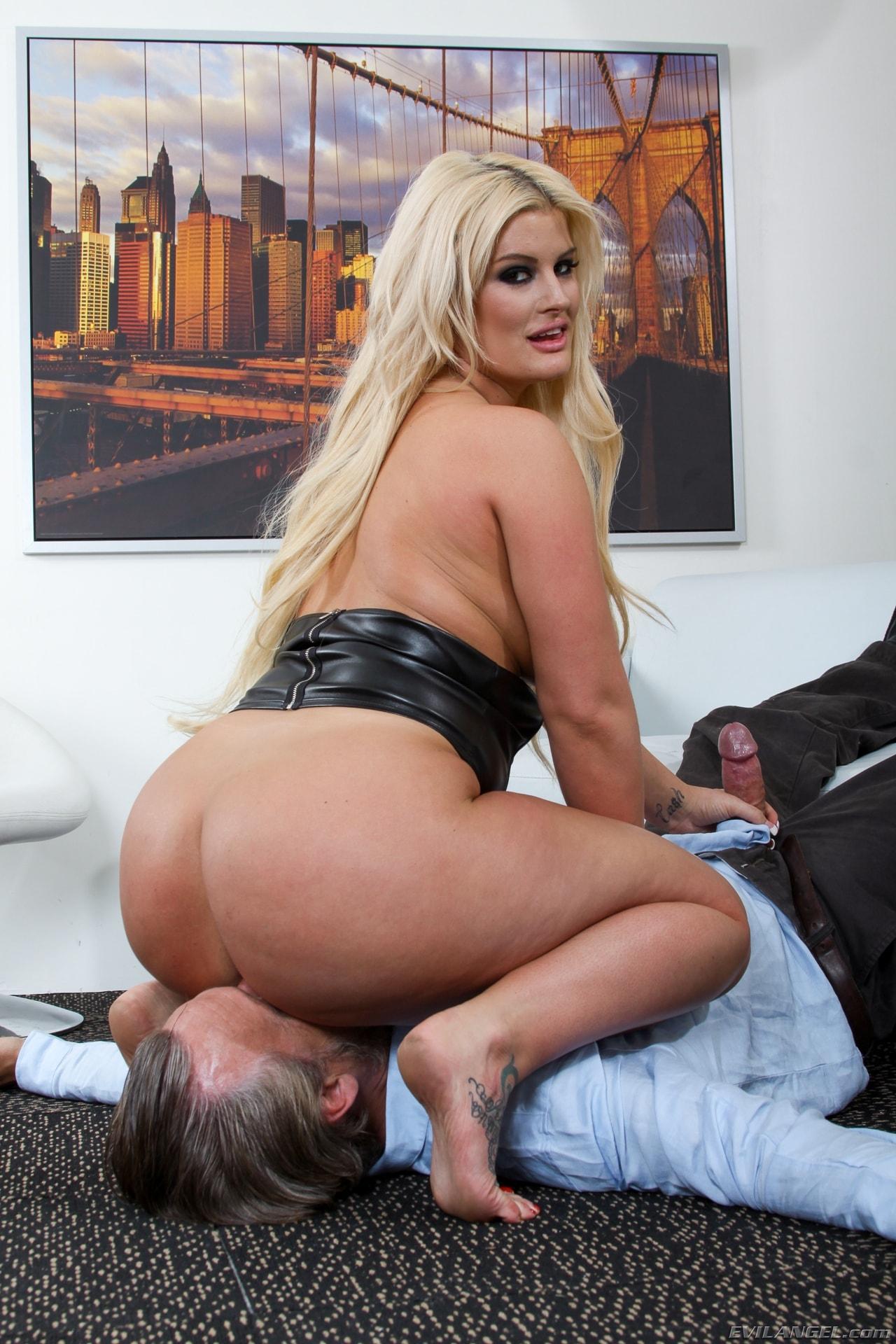 Free julie cash big ass porn pics