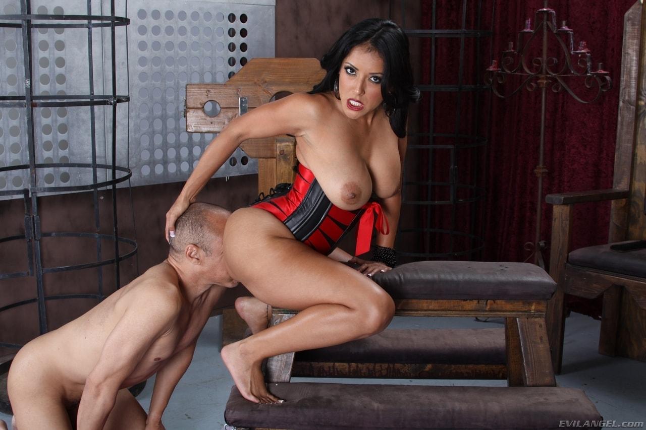загляните наш киара миа госпожа порно работать